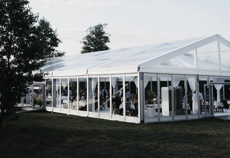 Ett stort hyrtält på sportevenemang.